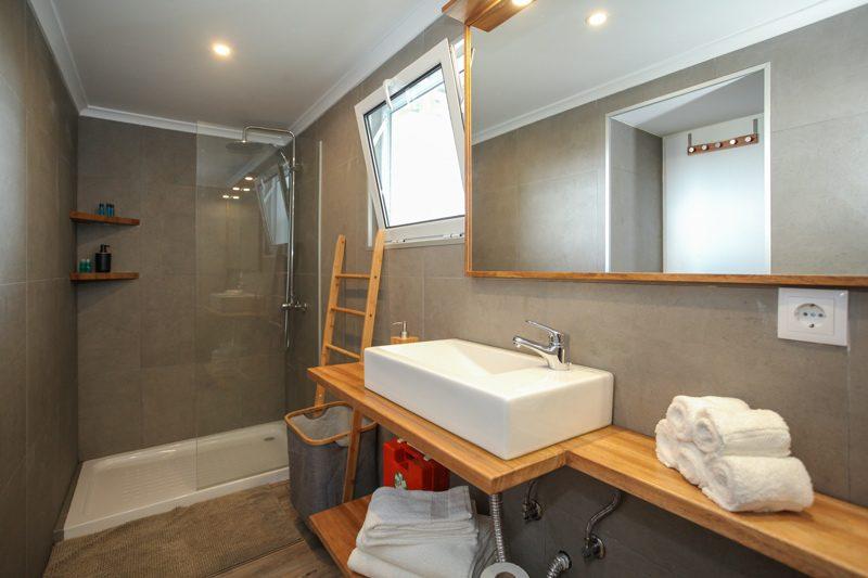 main bathroom downstairs level Villa Terra