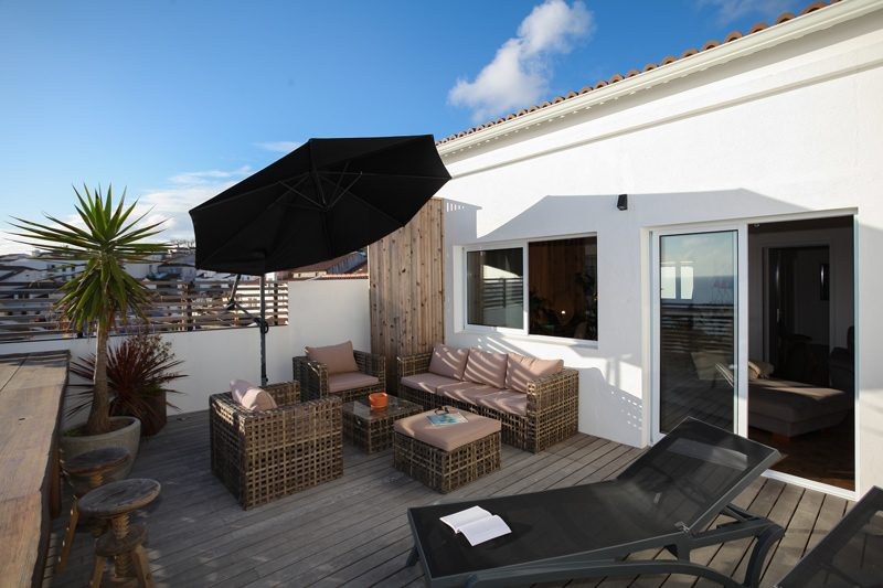 Quiet and private terrace at two bedroom villa in Lagoa